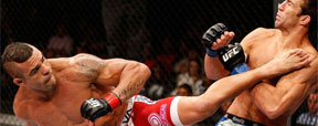 Vitor Belfort liquida Luke Rockhold com lindo chute rodado no 1 round (Josh Hedges/Zuffa LLC UFC )